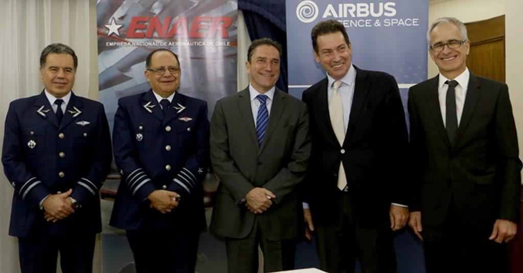 Ministro De Defensa Nacional participa en firma Convenio ENAER – AIRBUS DS. Noviembre 2016.