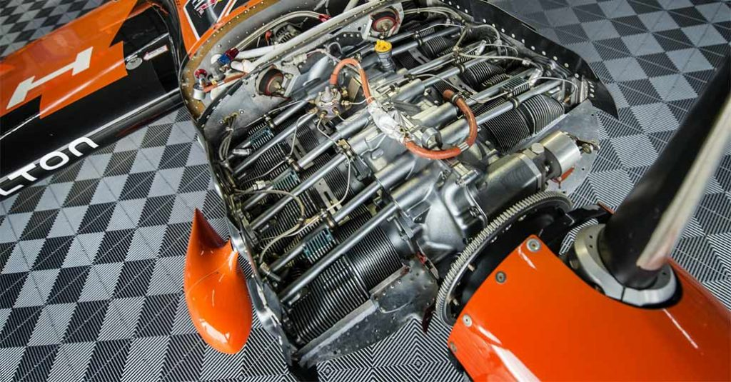 lycoming-thunderbolt-AEIO-540-EXP-Red-Bull-Air-Race-engine-by-joerg-mitter