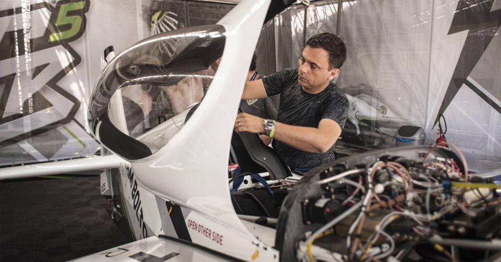 cristian-bolton-deporte-chile-piloto-campeonato-mundial-red-bull-air-race-formula-uno-aire-team-work