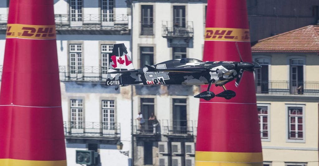 red-bull-air-race-world-championship-2017-porto-portugal-hangarx-in-flight-pete-mcleod-andreas-schaad