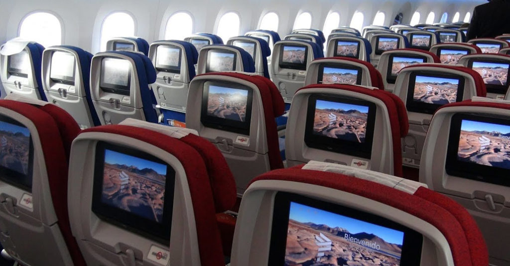 LATAM Airlines - Interior con servicio de internet By Gogo