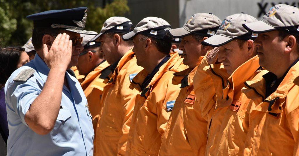 HANGAR X - El Jefe del Estado Mayor General de la Fuerza Aérea Argentina, Brigadier General (VGM) Enrique Víctor Amrein, saluda a los integrantes de la Dotación Nº48 de la Campaña Antártica 2016/17