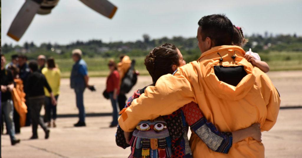 El abrazo de los integrantes de la Dotación Nº48 con sus familiares fue la imagen más vista al finalizar la ceremonia de bienvenida de los integrantes de la Campaña Antártica 2016/17