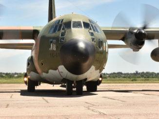 """Hercules C-130 de la Fuerza Aérea Argentina arribando a la base de """"El Palomar"""", con los integrantes de la Dotación Nº48 de la Campaña Antártica 2016/17"""