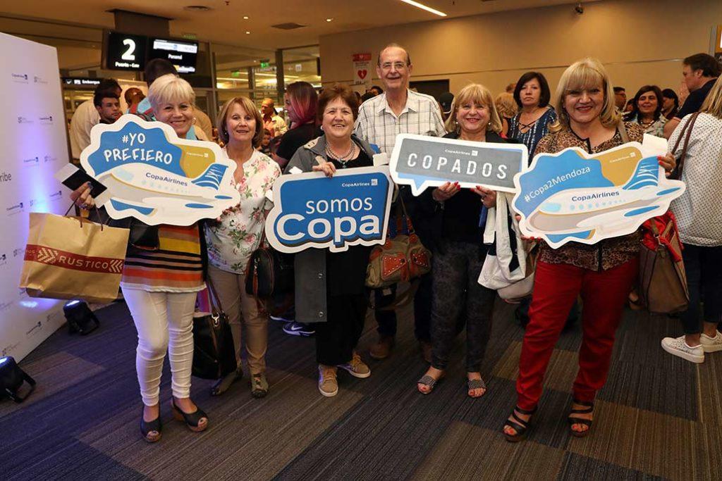 HANGAR X - Pasajeros del vuelo inaugural de Copa Airlines entre Mendoza y Panamá.