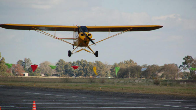 Piper PA-11 (LV-YPE) durante la ultima fecha ADP2017 Zona Bonaerense de Aterrizajes de Precisión en el Aeroclub Bolívar (BA)