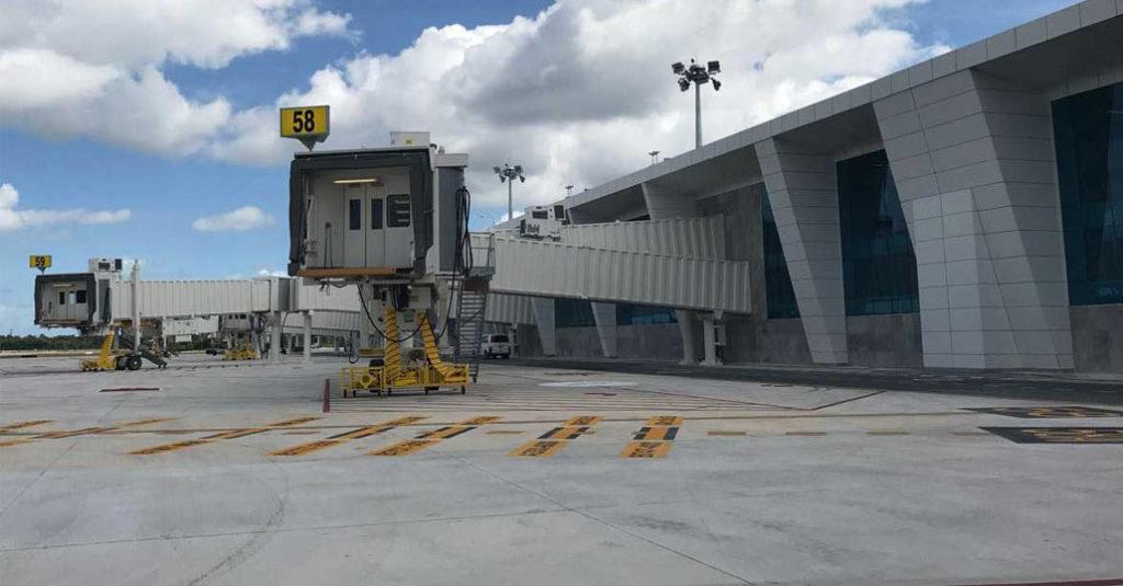 hangarx - Nueva Terminal 4 del Aeropuerto Internacional de Cancún