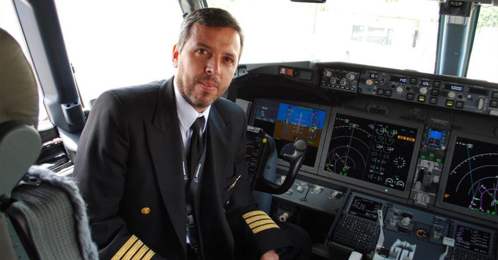 Juan Carlos Bassini, Comandante Boeing 737MAX-8 de Aerolíneas Argentinas