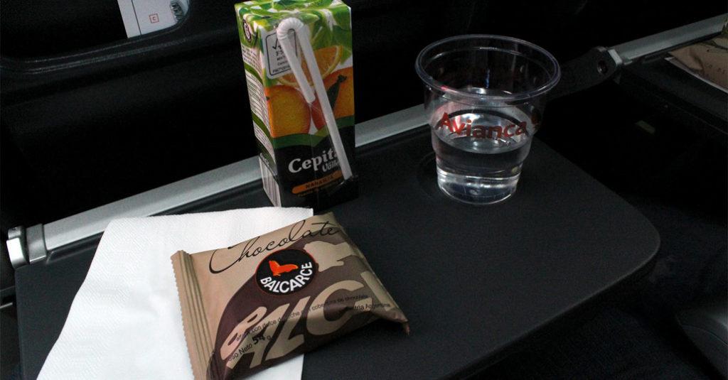 Este es el servicio de catering que ofrece Avianca Argentina, abordo de sus ATR 72-600 en la ruta Buenos Aires - Mar del Plata