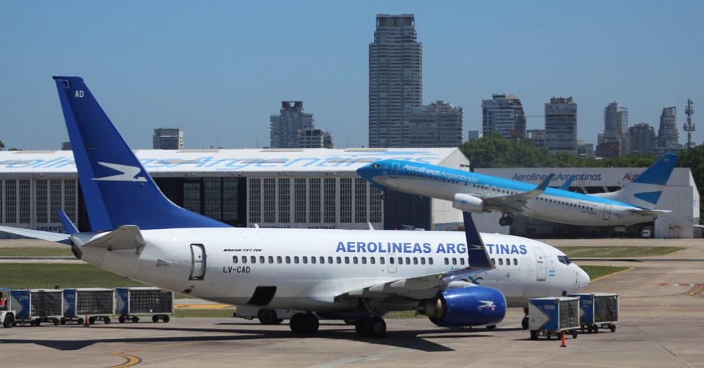 """Aerolíneas Argentinas reanuda sus vuelos al aeropuerto de """"Sauce Viejo"""", Santa Fe"""