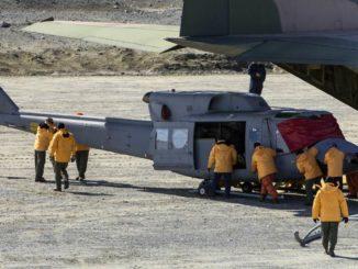 HANGAR X - Campaña Antártica 2017-2018: Llegó a Marambio un helicóptero Bell 212