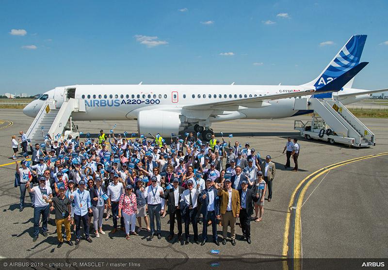 HANGAR X - Presentación del nuevo Airbus A220