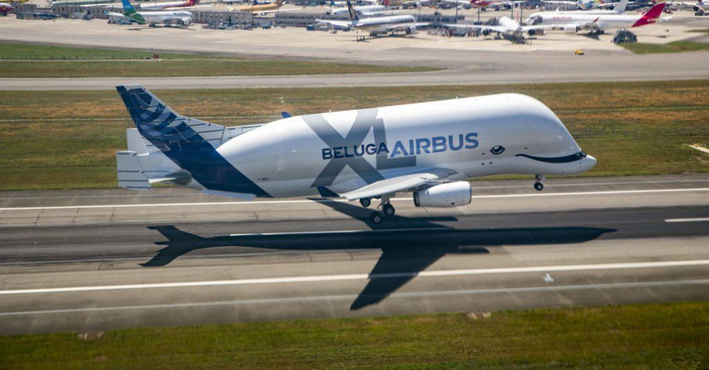 HANGAR X - El Beluga XL de Airbus, realizó su primer vuelo