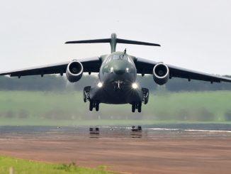 El primer Embraer KC-390 de serie realizó su primer vuelo