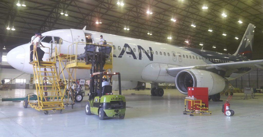 HANGAR X - LATAM Argentina reconfigurará interiores de sus Airbus A320 en FAdeA