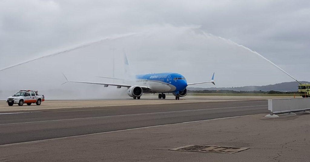 HANGAR X - Aerolíneas Argentinas inauguro la temporada alta de vuelos a Punta del Este