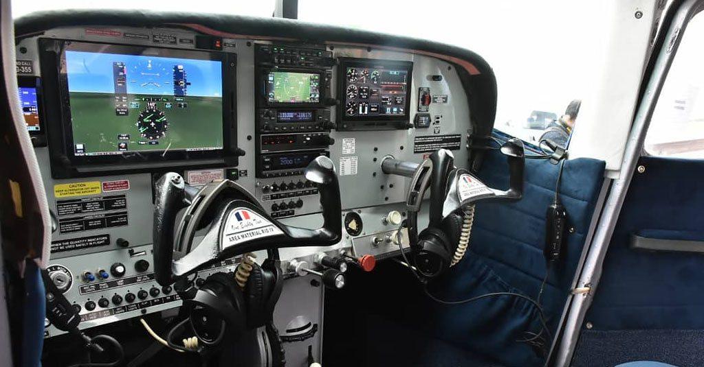 HANGAR X - La Fuerza Aérea Argentina presentó la modernización de los Cessna 182 y PA-28 Dakota