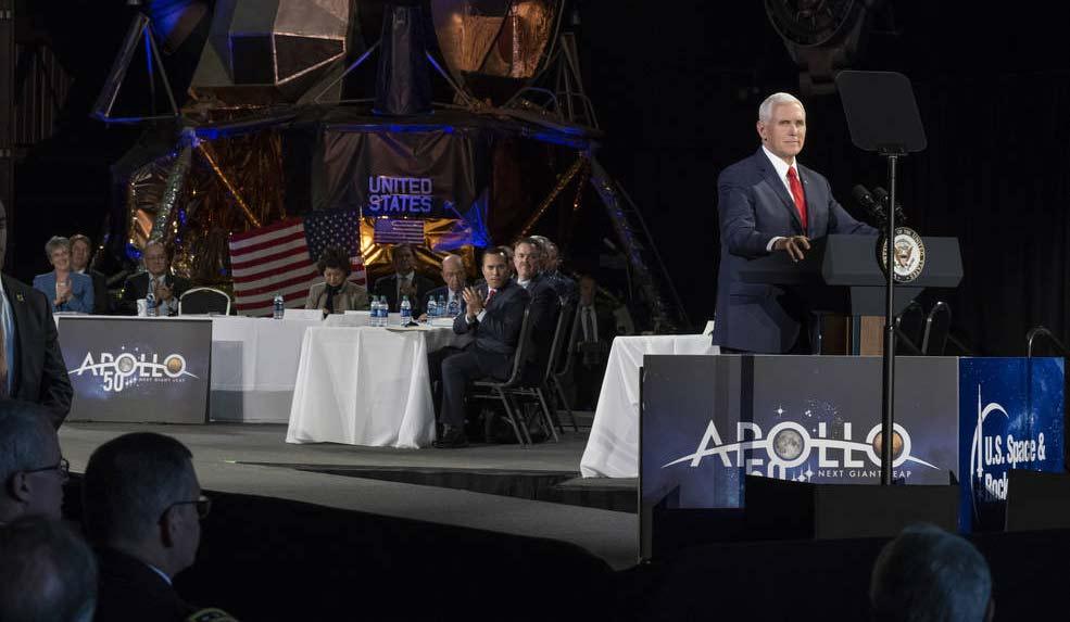 Mike Pence en la quinta reunión del Consejo Nacional del Espacio / NASA