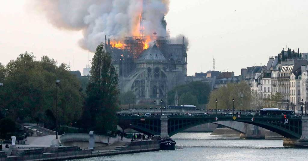 Air France Notre Dame incendio