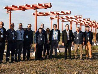 Equipo de EANA junto al nuevo ILS del Aeropuerto de Tucumán