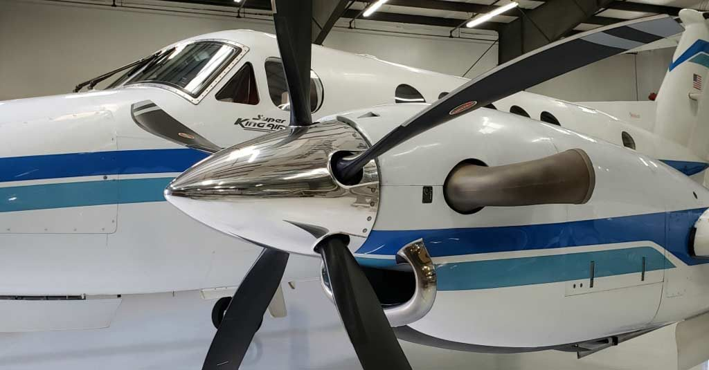 Beechcraft King Air 200 (Five composite blades system by Hartzell and Raisbeck)