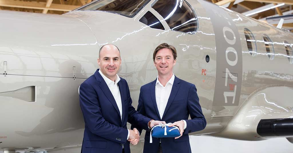 Maxime Bouchard, Gerente General de Jetfly Aviation, recibe las llaves del Pilatus PC-12 N° 1.700