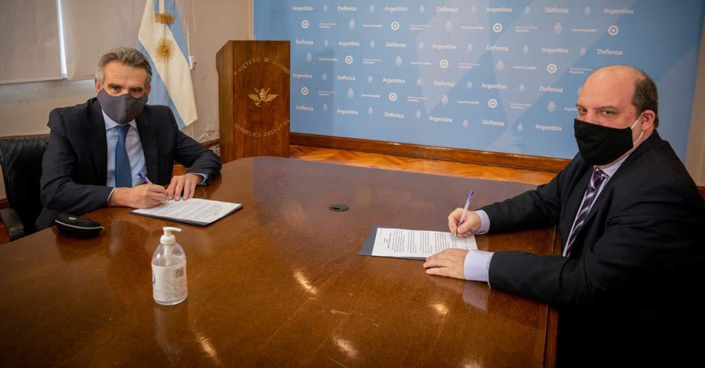 Aerolíneas Argentinas transportará relevos de cascos azules a Chipre. (Agustín Rossi / Pablo Ceriani))