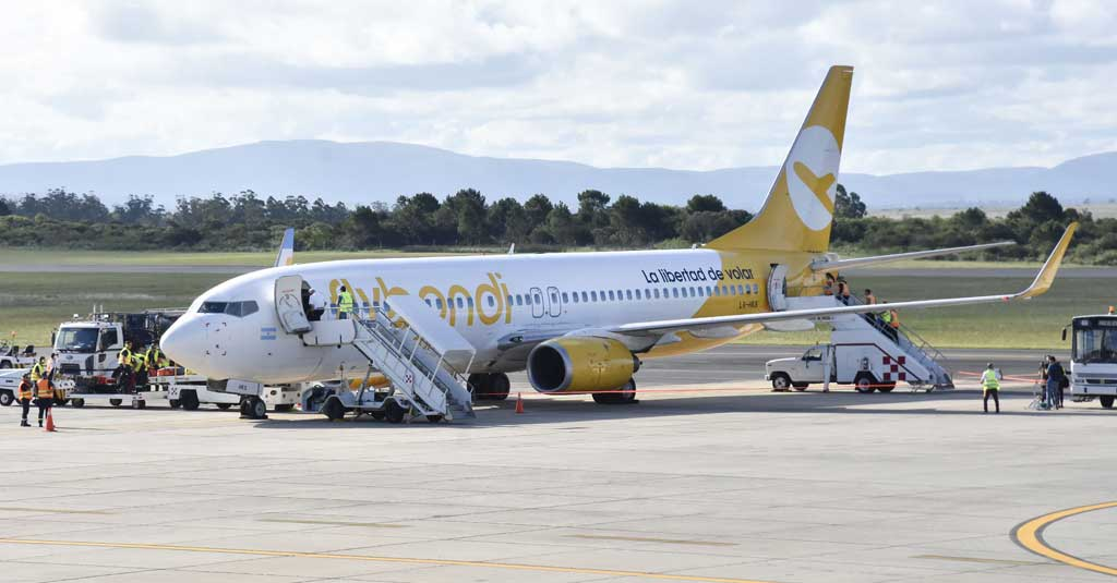 Flybondi - Vuelos Low Cost (Boeing 737-800)