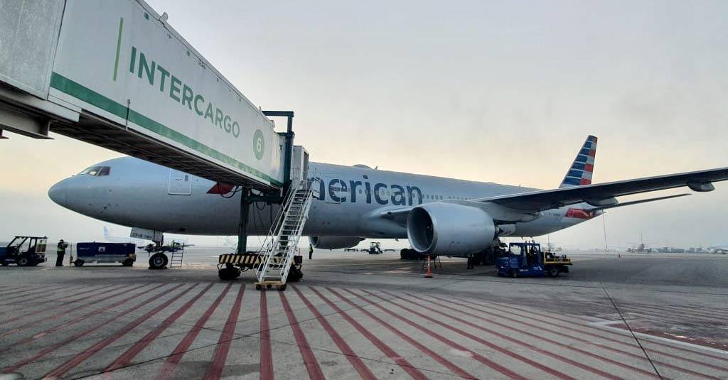 Boeing 777-200 / American Airlines en el Aeropuerto Internacional de Ezeiza (SAEZ - Buenos Aires)
