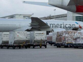 American Airlines transporta vacunas contra el COVID en Estados Unidos